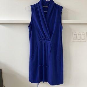 Blue V-neck dress with waist tie
